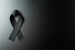 laço preto com fundo preto